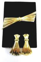 VTG Napier Signed Clip On Screw Back Earrings & Brooch Pin Gathered Bale